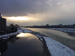 長良川と寒空